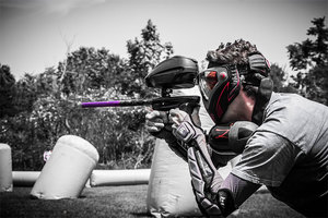 https://pixabay.com/photos/paintball-shooting-player-gun-3623794/